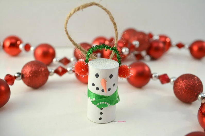 DIY Wine Cork Snowman Ornament from This Mom's Confessions.